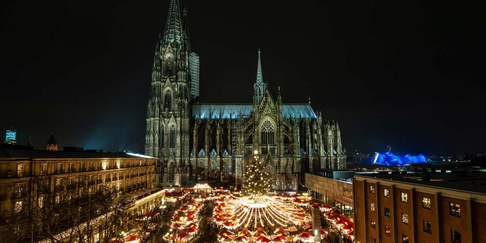 Weihnachtsmarkt auf dem Kölner Domplatz